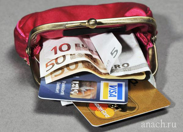 Деньги и банковские карты Какие документы нужны для поездки за границу: медицинская страховка. Деньги.